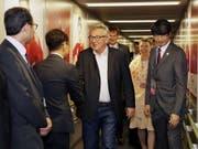 «Inmitten internationaler Handelsspannungen senden wir ein starkes Signal, dass wir für regelbasierten Handel stehen», schrieb Juncker zur Einigung auf das Handelsabkommen zwischen EU und Mercosur auf Twitter. (Bild von Juncker bei der Ankunft am G20-Gipfel in Japan). (Bild: KEYSTONE/EPA G20)