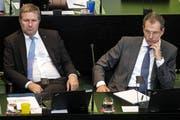 Finanzdirektor Marcel Schwerzmann und Bildungs- und Kulturdirektor Reto Wyss waren an der Klima-Sondersession des Luzerner Kantonsrats vom Montag stille Zuhörer. (Bild: Alexandra Wey/Keystone, Luzern, 24. Juni 2019)