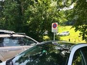 Zuparkiert: die für Kleinbusse von Gruppen (Schulen) reservierten Plätze.
