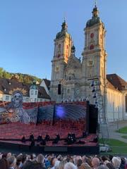 Premiere der Verdi-Oper «Il trovatore» vor der Kulisse des St.Galler Stiftsbezirks. (Bild: Daniel Wirth - 28. Juni 2019)