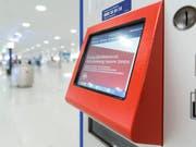 Die SBB hat derzeit IT-Probleme: So funktionieren etwa die Verkaufssysteme der SBB nicht. (Bild: KEYSTONE/CHRISTIAN BEUTLER)