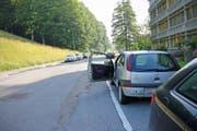 Die Unfallstelle vor der GBS im Riethüsli: Die Velofahrerin war gegen die sich für sie unverhofft öffnende Autotüre geprallt. (Bild: Stadtpolizei St.Gallen - 27. Juni 2019).