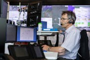 Im Situation Room der Hitzewelle: Meteorologe Roland Mühlebach (Bild: Severin Bigler)