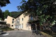 Das Schulhaus Matte ist in die Jahre gekommen. (Bild: Urs Hanhart, Flüelen, 25. Juni 2019)