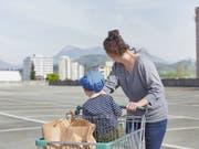 Der Privatkonsum ist nicht mehr eine Stütze der Schweizer Wirtschaft. (Bild: KEYSTONE/CHRISTOF SCHUERPF)