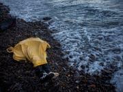 Zwischen 2014 und 2018 waren es insgesamt fast 1600 Kinder und Jugendliche im Zusammenhang mit Migration gestorben - allein 678 davon bei der Reise über das Mittelmeer. (Bild: KEYSTONE/AP/SANTI PALACIOS)