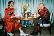 Charlotte Roche und ihr Ehemann Martin Kess (der sein Gesicht lieber nicht zeigen möchte) machen ihre Ehetherapie öffentlich. (Bild: Filiz Serinyel)