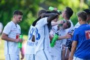 Die FCL-Spieler gönnen sich eine Trinkpause. (Bild: Martin Meienberger / Freshfocus, Zug, 29. Juni 2019)