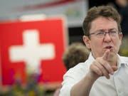 SVP-Parteichef Albert Rösti an der Delegiertenversammlung im waadtländischen Orbe. (Bild: KEYSTONE/JEAN-CHRISTOPHE BOTT)