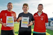 Präsentieren den Pokalturnier-Spielplan 2019 (v.l.): Marco Lüchinger und Werner Baumgartner zusammen mit Turnierleiter Martin Eggenberger. (Bild: ak)