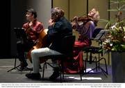 Nach 12 Jahren exklusiv für Andermatt wieder vereint: Das Ensemble Triology um den Klassik-Comedy-Geiger Aleksey Igudesman (links). (Bild: Peter Fischli)