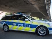 In Basel ist schon wieder eine Person durch Schussabgabe verletzt worden. (Bild: KEYSTONE/GEORGIOS KEFALAS)