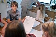 Diese Schulkinder werden von den Eltern zu Hause unterrichtet. (Symbolbild: Keystone/Gaetan Bally)