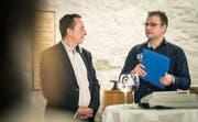 Bei der Petitionsübergabe Ende Oktober 2018: Patrick Bucher von der Bürgergruppe «Zukunft Gemeinde Herdern» und Gemeindepräsident Ulrich Marti. (Bild: Andrea Stalder)