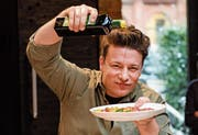 TV-Starkoch Jamie Oliver revolutionierte Kochsendungen. (Bild: Axel Heimken/DPA (Hamburg, 6. Dezember 2017))