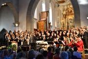 Der Thurgauer Festchor und das Bläserensemble Generell5 tragen sowohl besinnliche, als auch beschwingte Lieder vor. (Bild: Ramona Riedener)
