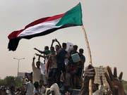 Protestierende am Sonntag in Khartum. (Bild: KEYSTONE/AP/HUSSEIN MALLA)