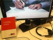 Die Schweizer Standards haben alle in einem kompakten «Heftchen» Platz (Bild: bor)