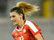Nach der Schweizer Nationalspielerin Florijana Ismaili wird im Comersee gesucht (Bild: KEYSTONE/WALTER BIERI)