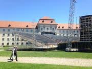 Tribüne und Bühne für die diesjährigen Festspiele auf dem St.Galler Klosterplatz. (Bild: Reto Voneschen - 1. Juni 2019)