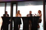 Die ehemaligen Profi-Sportler Marc Zellweger, Karin Weigelt und Denise Biellmann mit Moderator Fritz Bischoff (am Mikrofon) am Podium im Würth Haus in Rorschach. (Bild: Lisa Wickart)