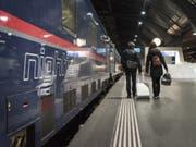 Ein Nightjet der Österreichischen Bundesbahnen im Bahnhof Zürich vor seiner Fahrt nach Hamburg. (Bild: Keystone/CHRISTIAN BEUTLER)