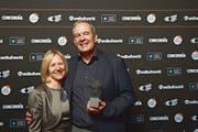 Peter Stutz freut sich mit seiner Frau Esthi über den Special Award. (Bild: PD)