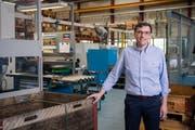 Marco Corvi in seiner neu erworbenen Produktionshalle in Stans. (Bild: Boris Bürgisser, 4. Juni 2019)