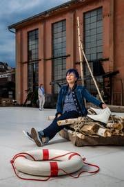 Barbara Schlumpf, Regisseurin der Luzerner Freilichtspiele, auf dem Eisfeld vor dem roten Gebäude beim EWL Areal in Luzern. (Bild: Philipp Schmidli, 7. Juni 2019)
