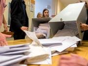 Im Vorfeld der Europawahl hat es laut EU-Kommission in mehreren Mitgliedsländern ernsthafte Versuche gegeben, den Ausgang der Abstimmung zu manipulieren. Die EU-Kommission will nun überprüfen, ob der bisherige Verhaltenskodex über Desinformation ausreicht. (Bild: KEYSTONE/EPA MTI/TAMAS SOKI)