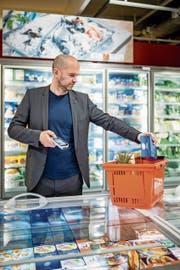 Die digitale Transformation, wie etwa das Self-Scanning im Supermarkt, ist unumgänglich, sagt Ethiker Peter G. Kirchschläger. Die Gesellschaft müsse sich jedoch besser für die Konsequenzen dieser Entwicklung rüsten. (Bild: Philipp Schmidli, Luzern, 7. Juni 2019)