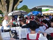 Die Musikvereine Gaissau und Rheineck spielten in gemischter Formation ein Platzkonzert. (Bild: Ulrike Huber)