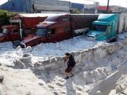 In Mexiko wurde eine Stadt am Sonntag von Schneemassen überrascht. (Bild: KEYSTONE/EPA EFE/FRANCISCO GUASCO)