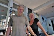 Kaspar und Claudia Lämmler hinter der Theke im Kulturcinema (Bild: Max Eichenberger)