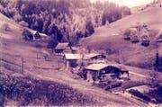 Hönenschwil, aufgenommen im Jahr 1934 von Hans Naef Senior. Im Hintergrund ist noch das alte Tätschhaus zu sehen, wo heute der Büsi-Hof steht. (Bild: Archiv Hans Naef)