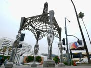Der Dieb entfernte die Statue von Marilyn Monroe von der Spitze des zwei Stockwerke hohen Kunstwerks «Four Ladies of Hollywood» in Los Angeles. (Bild: KEYSTONE/AP/RICHARD VOGEL)