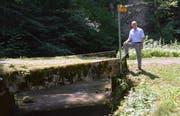 Werner Ibig an der Stelle, wo sich der Fluss Murg und der Weiler Murg begegnen.