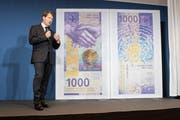 Nationalbank-Vize Fritz Zurbrügg stellte im März die neue 1000er-Note vor. (Bild: Ennio Leanza/Keystone)