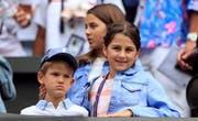 Das Interesse an der Arbeit des Vaters ist nicht bei allen Federer-Kindern gleich stark ausgeprägt. (Bild: Keystone)