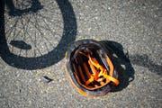 Die E-Bike-Fahrerin verstarb trotz Helm. (TAGBLATT)