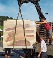 Wurde kürzlich im Rahmen des Jubiläumsjahres angeliefert: Das Logo des Wohnheims Neufeld. (Bild: PD)