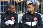 Von YB zu Frankfurt: Dijbril Sow (rechts) mit seinem Schweizer Teamkollegen Gelson Fernandes. (Bild: Keystone)