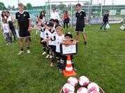 Kinder im Alter von fünf bis 16 Jahren trainieren diese Woche im Fussballcamp auf dem Aadorfer Sportplatz Unterwiesen.