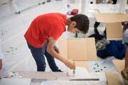 Bereits vor einem Jahr fand ein Sommer-Camp für Kinder und Jugendliche statt. Unter anderem bastelten sie Modelle. (Bild: Benjamin Manser)