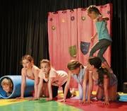 Während der ersten Sommerferienwoche üben die Kinder aus Altstätten und Umgebung Zirkusnummern und spielen Theater. Bild: hb