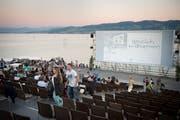 Blick ins Open-Air-Kino Arbon direkt am abendlichen Bodensee. (Bild: Ralph Ribi - 11. Juli 2015)