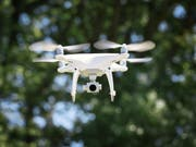 Der Kanton Waadt untersagt das Fliegen von Drohnen in der Nähe von Gefängnissen, Polizeiposten, Gerichtsgebäuden sowie Spitälern mit Helikopterlandeplatz. Ähnliche Regeln gibt es in Genf. (Bild: Keystone/CHRISTIAN BEUTLER)