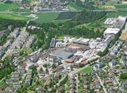 Ein geschichtsträchtiges Areal im Umbruch: Blick aus der Luft auf das Papieri-Gelände. (Bild: Beat Krähenbühl/Flying Camera, Cham, 10. Juli 2019)