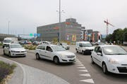 Kreisel Wilfeld: Hier treffen der Verkehr vom Autobahnzubringer (links) und der Flawilerstrasse von Schwarzenbach her aufeinander.