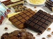 Produkte des Schokoladenproduzenten Barry Callebaut werden in einer Auslage präsentiert. (Bild: KEYSTONE/STEFFEN SCHMIDT)